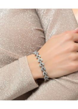 Стильный браслет оригинальной формы в виде лепестков, декорированный отделкой из страз
