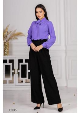 Костюм из блузы с воротом на завязках и брюк, фиолетовый