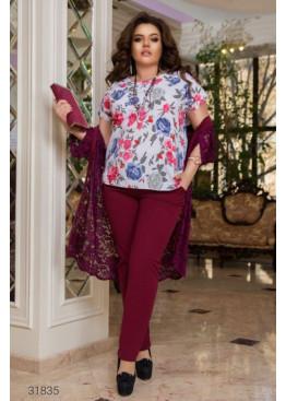 Костюм из блузы с цветочным принтом, накидки и брюк, бордо