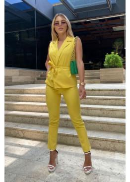 Костюм из жилета с поясом и брюк, желтый