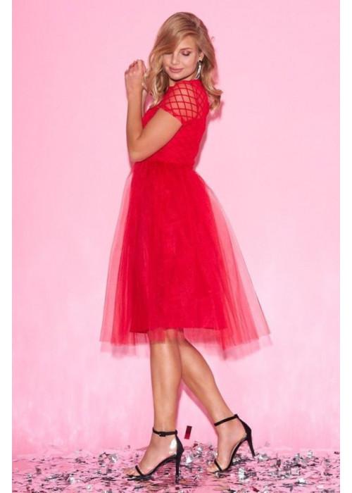 Красное платье из фатина с фактурной отделкой