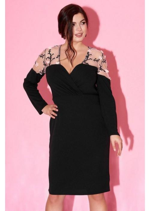 Платье с глубоким вырезом и сетчатой вставкой с вышивкой