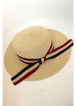 Шляпа с отделкой широкой лентой