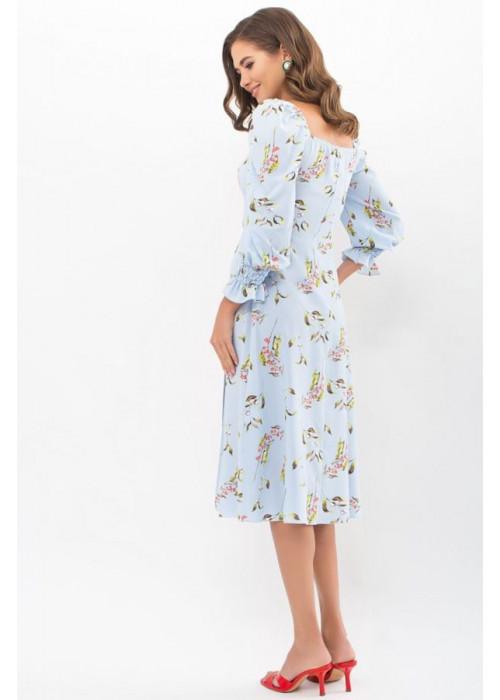 Цветочное платье Пала с открытыми плечами, голубое в цветы и ягоды