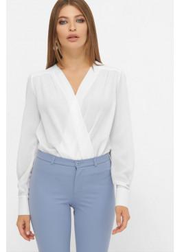 Белая блуза-боди с вырезом на запах и длинными рукавами