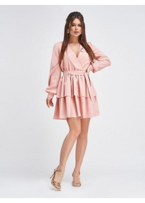 Приталенное платье мини пудрового цвета с воланами на юбке
