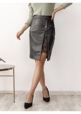 Черная кожаная юбка с кружевной вставкой