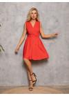 Красное приталенное платье с декольте на запах