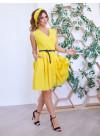Желтое приталенное платье с декольте на запах