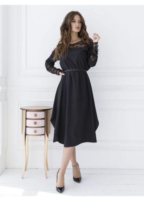 Черное платье-трапеция с гипюровой вставкой