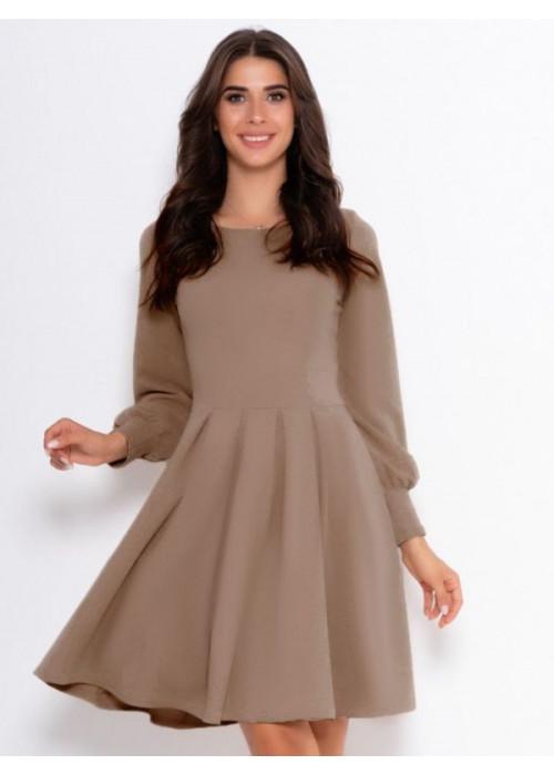 Бежевое классическое платье с длинными рукавами