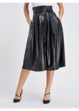 Черная расклешенная кожаная юбка на пуговицах