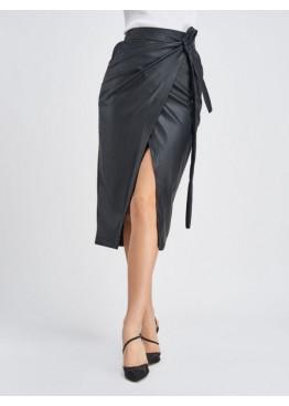 Черная кожаная юбка с карманами на запах