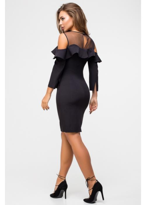 Элегантное облегающее платье с открытыми плечами