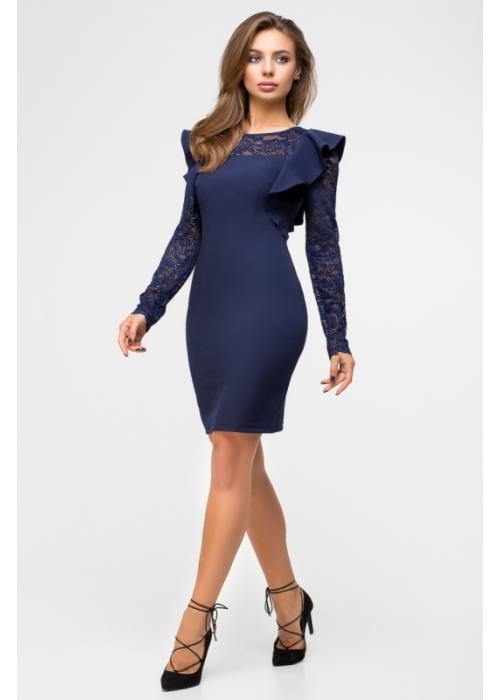 Изящное платье облегающего силуэта с рукавами из гипюра