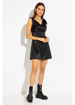 Короткое коктейльное платье, созданное из шелковистого атласа, черный