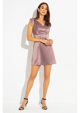 Короткое коктейльное платье, созданное из шелковистого атласа, капучино
