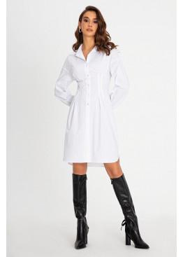Утонченное платье-рубашка белого цвета приталенного кроя