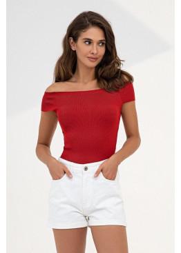Красный топ в рубчик с открытыми плечами из приятного к телу трикотажа