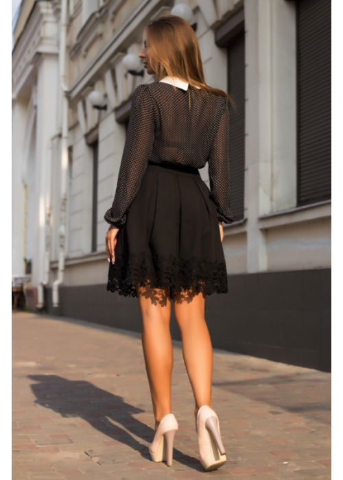 Стильная юбка в складку,по низу -широкая полоска макраме