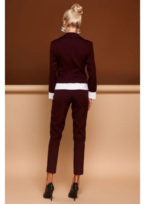 Современный брючный костюм с пиджаком