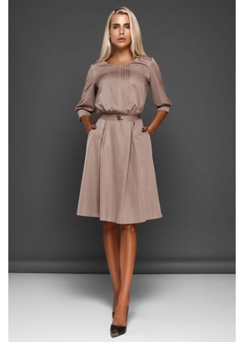 Отличное платье с юбкой полусолнце бежевого цвета