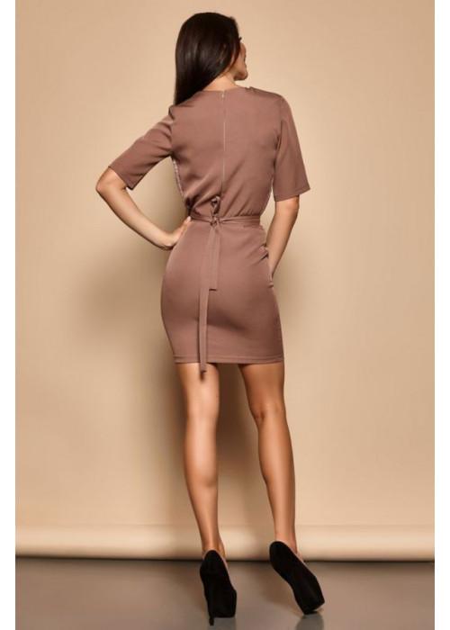 Бежевое платье футляр со вставками из гипюра на груди