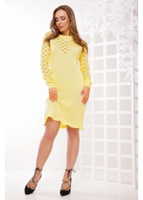 Стильное платье желтого цвета слегка приталенного силуэта