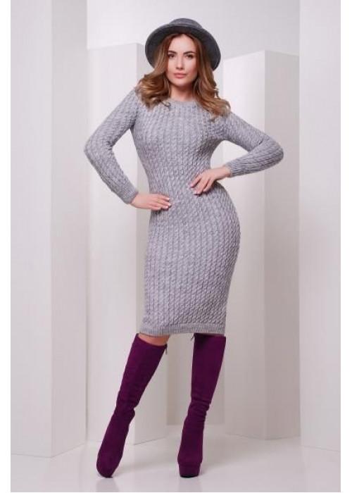 Модное серое вязаное платье слегка приталенного силуэта с манжетами