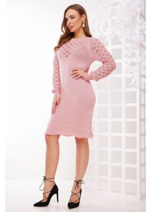 Стильное платье розового цвета слегка приталенного силуэта