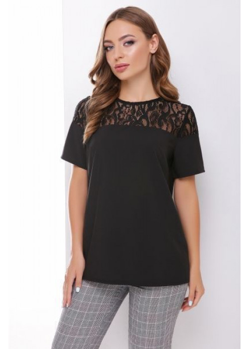 Легкая блуза с красивой кружевной кокеткой из гипюра