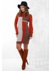 Модное вязаное платье в красно-коричневых тонах