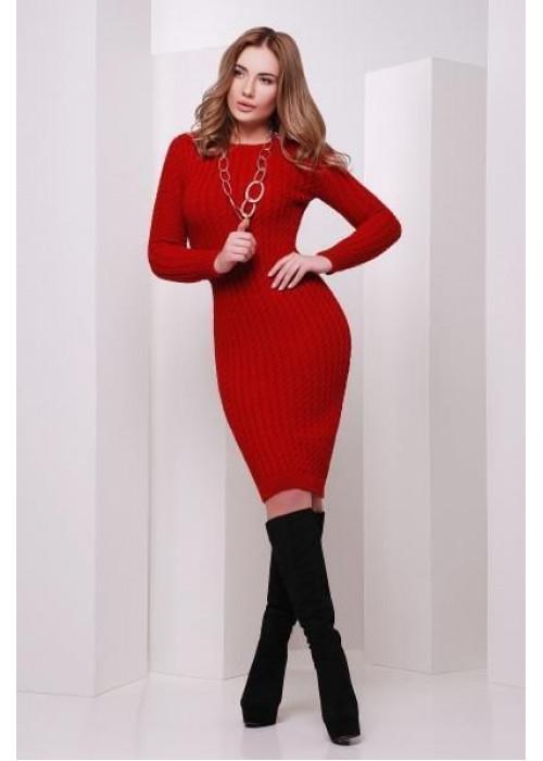 Модное красное вязаное платье слегка приталенного силуэта с манжетами