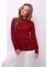 Однотонный бордовый свитер, дополнен тонким пояском