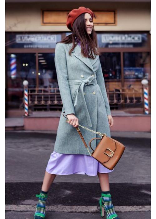 Весеннее пальто из плотного, приятного на ощупь драпа, светло-оливкового цвета