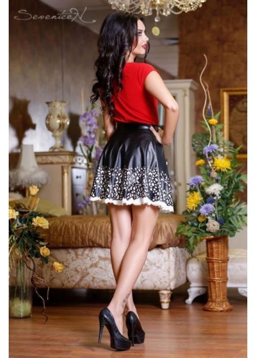 Черная юбка с перфорированным низом в виде кружева