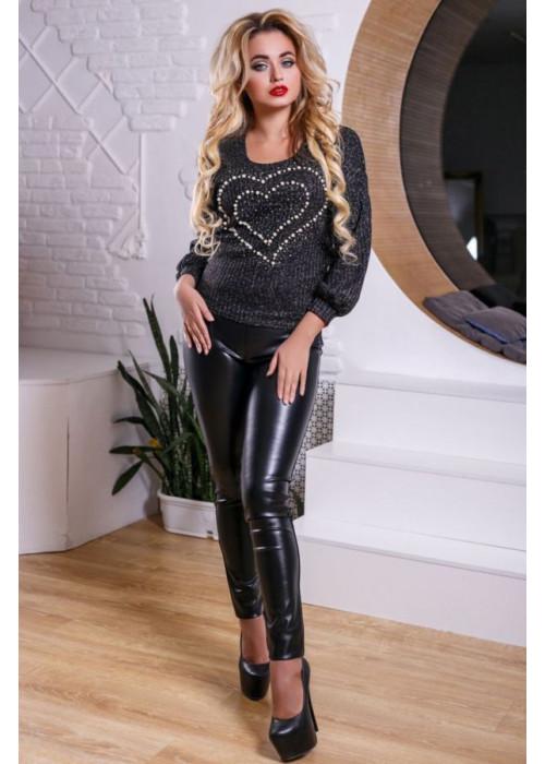 Стильный и привлекательный свитшот черного цвета с декорированным сердечком
