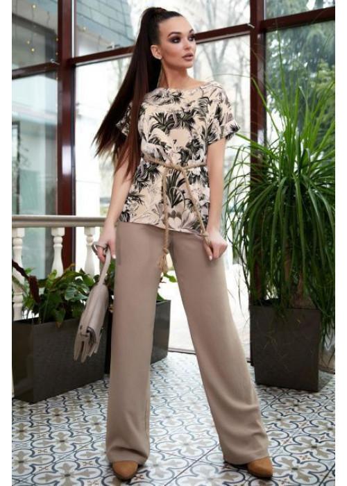 Элегантная и стильная блуза прямого фасона в цветочный принт