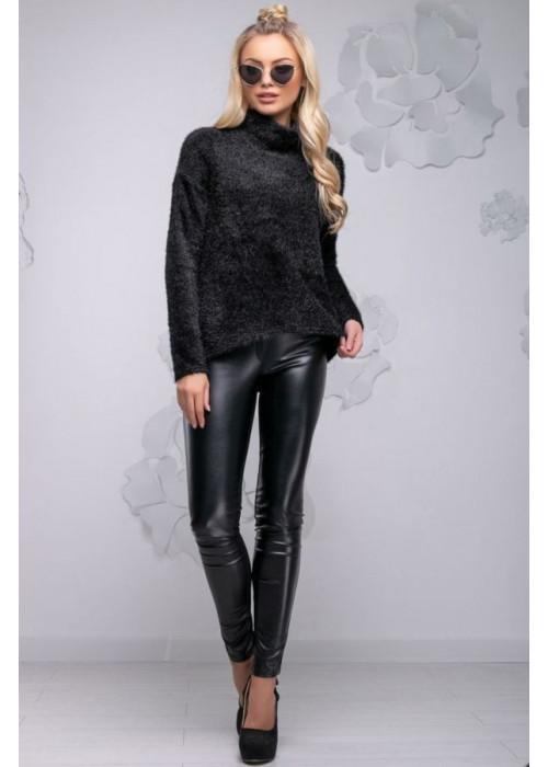 Красивый молодежный свитер черного цвета с асимметричным кроем